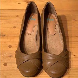 Yuu brown wedge heels (size: 8.5)